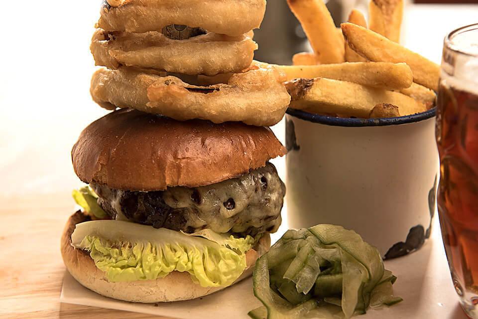 Scott Arms Burger & Chips